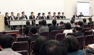 教育や薬剤師の将来を総合的に討論した