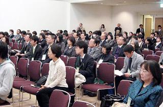 年会最終日にもかかわらず多くの人が参加した