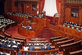 参院本会議で賛成多数により可決、成立した