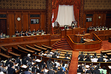 参院本会議で賛成多数で可決・成立