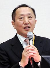 写真:調査結果を報告する健康保険・介護保険対策委員会の高橋眞生氏(カネマタ薬局)