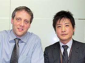 左からデータオペレーション部門バイスプレジデントのミヒャエル・ゴーデ氏、グローバルデータオペレーション部門アジア太平洋担当の吉井時秋氏