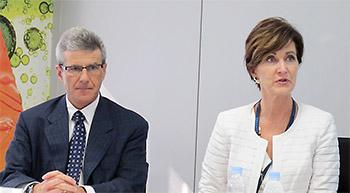 左からラボコープのデーブ・キング会長兼CEO、コーヴァンスのデボラ・ケリーCEO