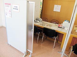 店内に設置されている検体測定室