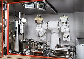ヒト型双腕ロボットが、きめ細かな動きで抗がん薬を調製する
