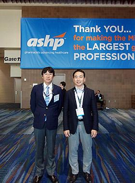 著者(左)と九州大学病院・池末裕明氏