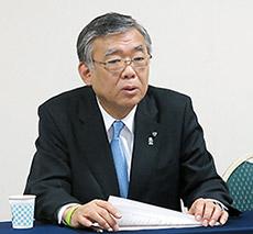 会見する山本信夫会長