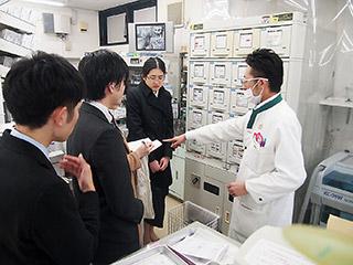 イイジマ薬局で飯島社長と業務・施設内容などについて質疑