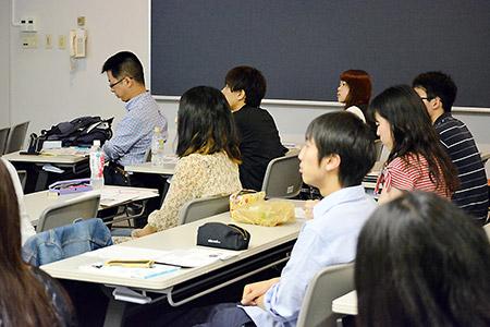 講演会に参加した学生たち 2