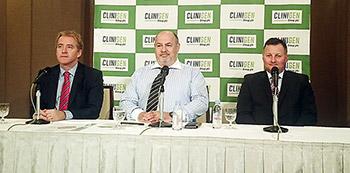 会見するクリニジェングループ幹部(一番左がショーン・チルトン氏)