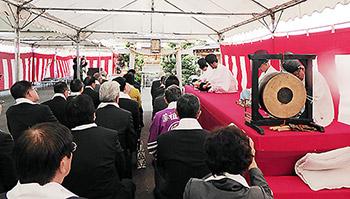 薬祖神大祭に参列する業界関係者ら