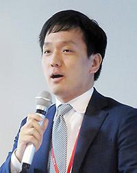 講演する厚生労働省医政局経済課・阿部幸生課長補佐
