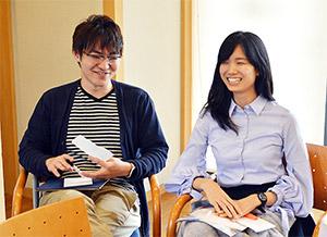 対談で談笑する医学生連盟の塚本さん(左)、棚元さん