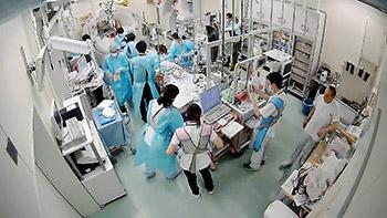 救急外来の初療室。薬剤師(右から2人目)が治療に参画している(藤江さん提供)