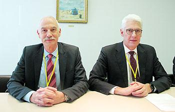 右がフリノイス氏、左がバイスプレジデントのPeter Steiger氏