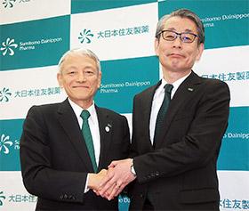 左から多田正世社長と新社長に昇格する野村博専務