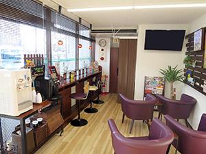 カフェのような内装のさくら薬局石巻駅前店