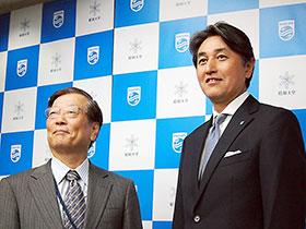 左から昭和大学小口理事長、堤社長