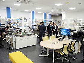 4~5社が同時に研究開発を行える実験室エリア