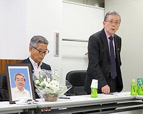 6日の定例会見で想いを述べる池野隆光副会長(左)と根津孝一執行委員長(右)