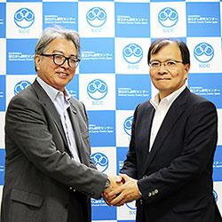 患者会ネットワークの眞島理事長(左)とがん研究センターの中釜理事長