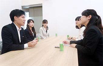左から田野邊さん、遠藤さん、村上さん