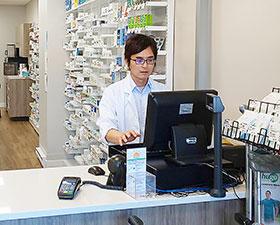 カナダで薬局薬剤師として活躍する若子さん