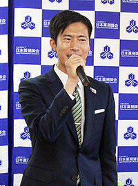 6月10日の日本薬剤師会の定例会見で、日本薬剤師連盟組織内統一候補となったことを報告する神谷さん